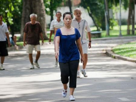 Không phải mọi người cao tuổi đi bộ đều tốt cho sức khỏe