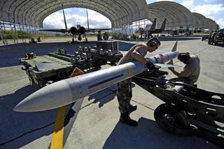 """Tên lửa AIM-7 Sparrow của Mỹ bị """"tố"""" kém chất lượng"""