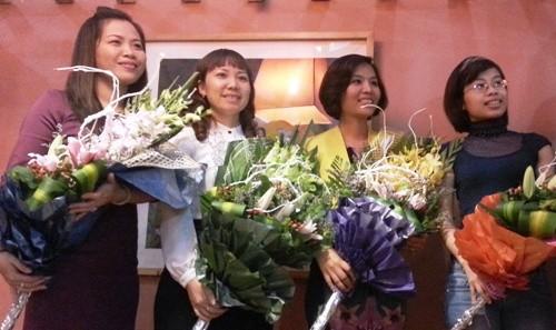 Hoa là món quà không thể thiếu cho các cô giáo