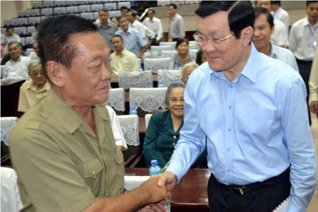 Chủ tịch Nước Trương Tấn Sang tiếp xúc cử tri Q.4, Q.3 ngày 25.11