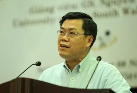 giáo sư Nguyễn Văn Tuấn, làm việc tại Đại học New South Wales và là chuyên gia cấp cao, trưởng nhóm nghiên cứu loãng xương và di truyền thuộc Viện nghiên cứu Garvan, Australia,