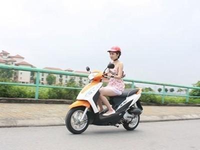 Các phường, xã sẽ phải xác định, mỗi nhà có bao nhiêu xe máy để thu tiền. Ảnh: Minh Đức