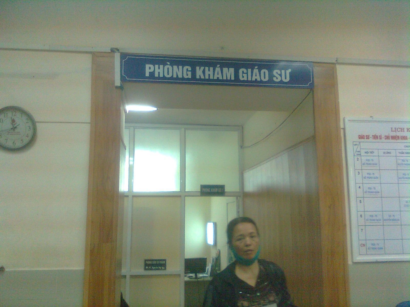 Dù có cả bác sĩ khám, nhưng khu vực này vẫn khi là Phòng khám Giáo sư.