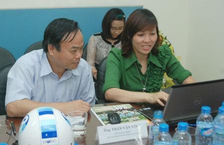 Ông Trần Văn Vinh -  Phó Tổng cục trưởng Tổng cục Tiêu chuẩn Đo lường Chất lượng đang trả lời câu hỏi của độc giả.