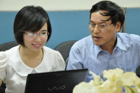 Ông Trần Quốc Tuấn (Cục trưởng Cục Quản lý Chất lượng sản phẩm hàng hóa – Tổng cục Tiêu chuẩn Đo lường Chất lượng) đang giao lưu cùng độc giả.