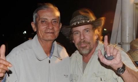 Người được cho là cựu binh Robertson vẫn còn sống thực ra là một người Pháp lấy vợ Việt Nam tại Cămpuchia (bìa trái). Ảnh: http://www.macvsog.cc.