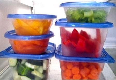 : Thức ăn nên được sơ chế và bọc cẩn thận ở các ngăn khác nhau (nguồn: Internet).