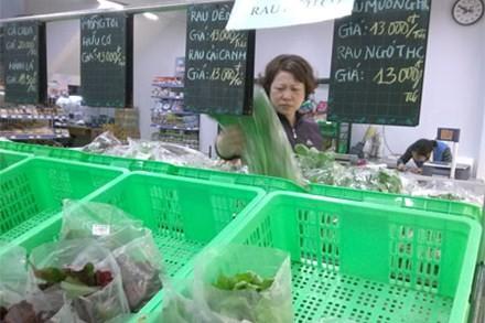 Rau sạch lèo tèo tại siêu thị Minh Hoa (Hà Nội).