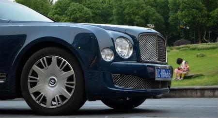 Các dòng xe siêu sang như Bentley đang phải giảm giá bán để đối phó với tình trạng ế ẩm ở Trung Quốc.