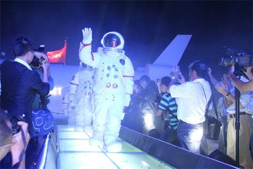 Tìm người Việt bay vào vũ trụ hay chiêu trò làm thương hiệu?