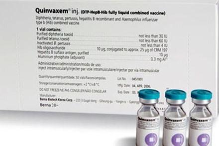 WHO đề nghị tiếp tục sử dụng vaccine Quinvaxem. Ảnh: HNM