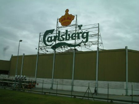 Ngoài 17,3% cổ phần của Habeco, Calsberg còn sở hữu nhà máy bia tại Bà Rịa-Vũng Tàu và 60% cổ phần trong liên doanh Nhà máy Bia Đông Nam Á với công ty Bia Việt Hà, sở hữu 50% ở công ty Bia Huế và 30% tại công ty Bia Hạ Long
