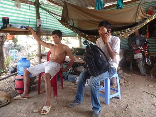 Trên núi Tàu chỉ còn vài nhân công coi giữ lán trại Ảnh: Lê Trường