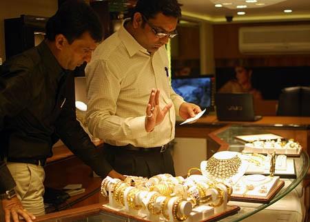 Các nhà đầu tư đều đang thận trọng với quyết định mua vàng
