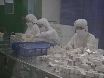 """Nhiều loại thuốc trong nước có hoạt chất tương đương, giá chỉ bằng một nửa so với thuốc """"lạ"""" cùng nguồn gốc Việt Nam. Ảnh: L.N."""