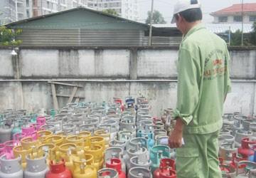 Hàng ngàn bình gas sang, chiết nạp lậu nếu tuồn ra thị trường sẽ gây nguy hiểm cho người tiêu dùng và thiệt hại cho DN chân chính. Ảnh: Thế Vĩnh