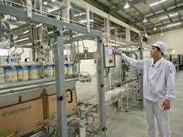 Công ty Cổ phần sữa Việt Nam (Vinamilk) vừa được FDA (Cục Dược phẩm và Thực phẩm Hoa Kỳ) chứng nhận được xuất hàng vào Mỹ. Ảnh: N. Nam