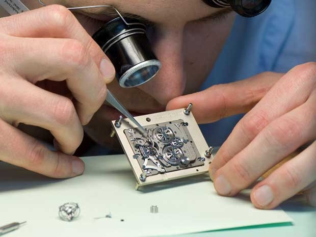 Thợ sửa chữa đồng hồ kiếm bộn tiền nhờ nghề độc. Ảnh minh họa