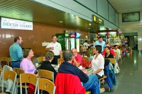 Nhiều hành khách quốc tế phàn nàn về hàng hóa, dịch vụ tại các sân bay chất lượng kém, giá cao. Ảnh minh họa