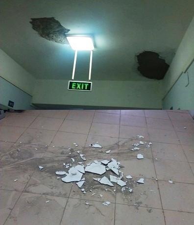 Trần hành lang bị rơi.