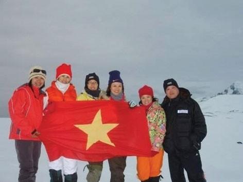 Cờ Tổ quốc ở Nam Cực
