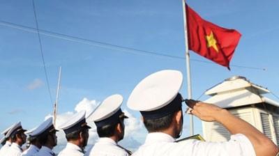 Chào cờ ở Trường Sa