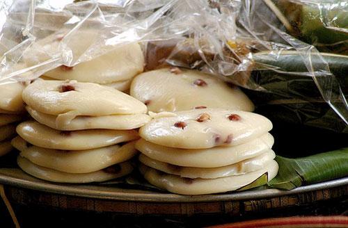 Hàn the là loại phụ gia đã bị cấm nhưng nhiều người bán bánh đúc vẫn sử dụng nó để bánh giòn, lâu thiu (ảnh minh họa)