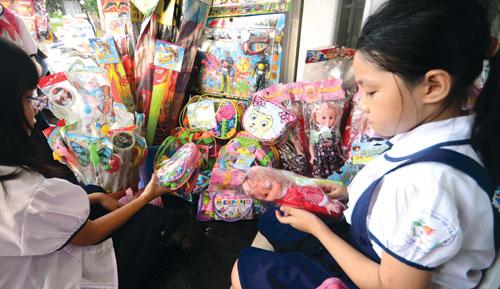 búp bê trung quốc, nhiễm chất cấm, đồ chơi chứa phthalate