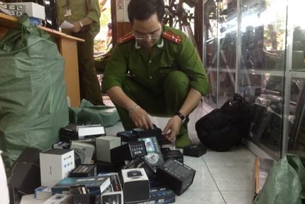 Cơ quan chức năng thu giữ các thiết bị nghe lén, quay lén