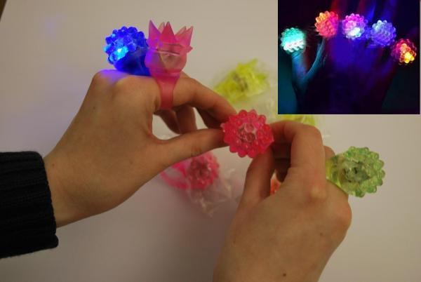 Ẩn họa đồ chơi phát sáng