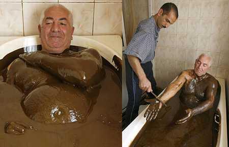 Tại một trung tâm điều dưỡng ở Azecbaijan có một phòng tắm chứa đầy dầu mỏ. Theo tin được biết, loại dầu này rất giàu lưu huỳnh, ngâm mình trong đó có thể chữa trị bệnh viêm khớp và bệnh ngoài da rất tốt.