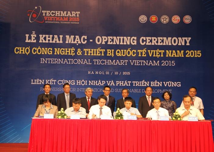 Chợ công nghệ và Thiết bị quốc tế Việt Nam 2015 chính thức khai mạc