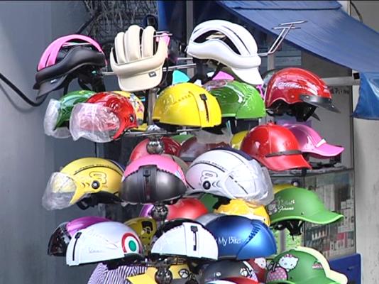 Kinh doanh mũ bảo hiểm rởm sẽ bị siết chặt hơn nữa trong thời gian tới