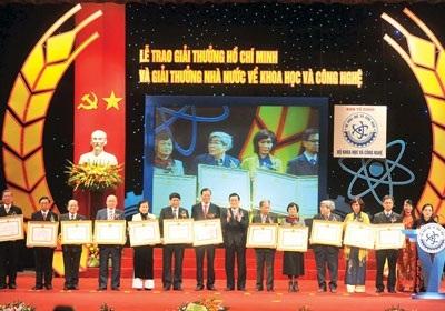Gia hạn xét tặng Giải thưởng Hồ Chí Minh, Giải thưởng Nhà nước về Khoa học và Công nghệ