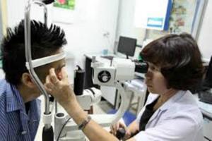 Dễ hỏng mắt khi dùng kính áp tròng không đảm bảo chất lượng