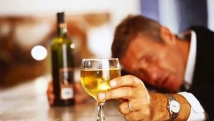 Người uống rượu đỏ mặt có nguy cơ mắc bệnh gì?