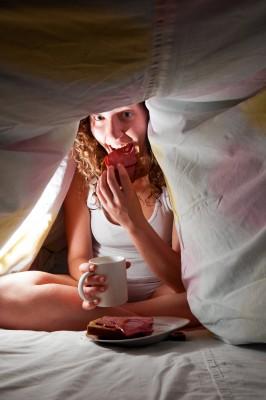 10 loại thực phẩm nên tránh trước khi ngủ