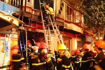 hiện trường vụ cháy 5 người chết