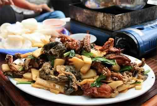 Các quán lẩu ếch đắt khách tại Hà Nội