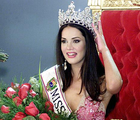 Monica Spear đăng quang hoa hậu Venezuela 2004 và lọt top 5 Hoa hậu Hoàn vũ 2005