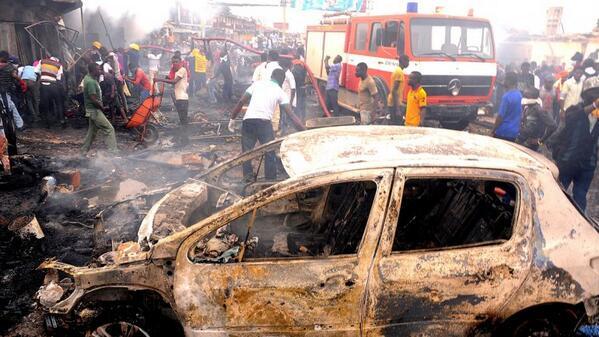 Chiếc xe chỉ còn trơ khung sau khi vụ nổ xảy ra