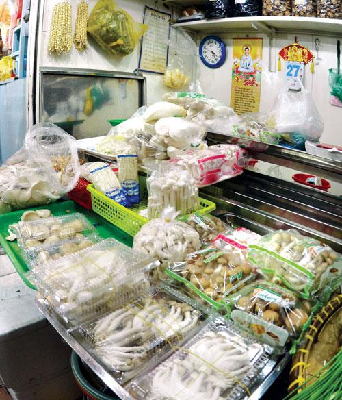 Sản phẩm nấm ngoại nhập bán nhiều tại các chợ dân sinh