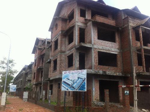 Nhiều khu biệt thự ở Hà Nội trở thành nơi cho nghiện tá túc và chăn nuôi gia cầm