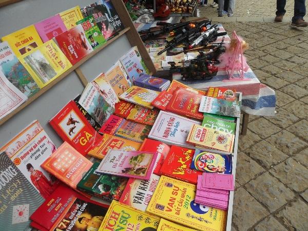 Sách bói toán tung hoành dịp cuối năm