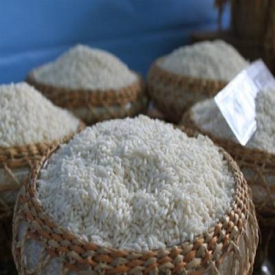 Gạo nếp nương - đặc sản vùng cao không dễ dàng gì mua được và không cẩn thận sẽ mua phải loại gạo nếp nương pha và giả mạo. Ở các vùng người dân tộc tỉnh Điện Biên, sản xuất nhiều loại gạo nếp nương và dịp lễ tết lại được bày bán nhiều