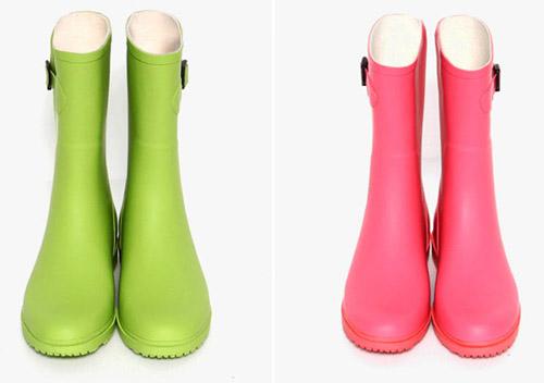 Ủng đi mưa giá mềm bán phổ biến trên thị trường