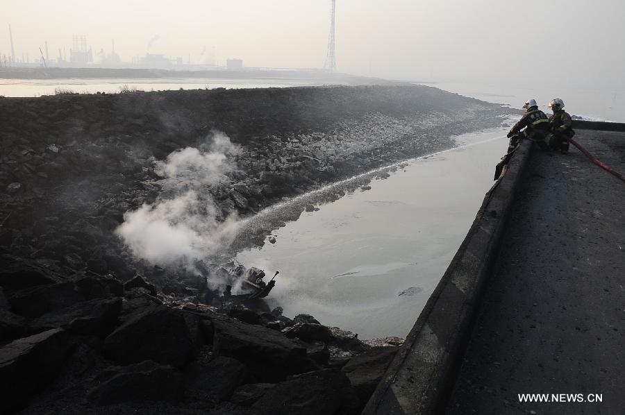 Vụ nổ đường ống dẫn dầu kinh hoàng ở Trung Quốc