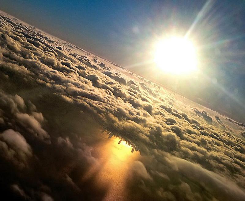 Ngắm đường chân trời Chicago (Mỹ) được phản chiếu trên mặt hồ Michigan.