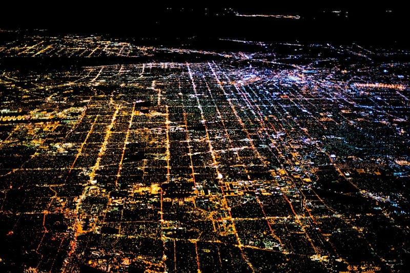 Los Angeles (Mỹ) về đêm như một bức tranh làm bằng bóng đèn, lấp lánh ánh sáng.