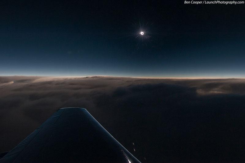 Nhật thực nhìn từ độ cao 13km khi đi máy bay.